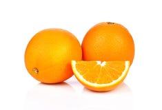 Oranje die fruit op witte achtergrond wordt gesneden Royalty-vrije Stock Foto