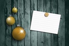Oranje die Kerstmisbollen met leeg blad worden geplaatst Royalty-vrije Stock Afbeeldingen