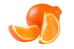 Oranje die mandarijn of Mineola met plakken op witte achtergrond worden geïsoleerd Stock Foto