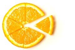Oranje die plak in sectoren, delen wordt gesneden - een symbool, abstractie isoleert stock afbeelding