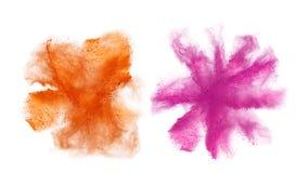 Oranje die poeder op witte achtergrond wordt geïsoleerd Stock Foto