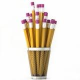 Oranje die potloden in mand op witte achtergrond wordt geïsoleerd Stock Fotografie