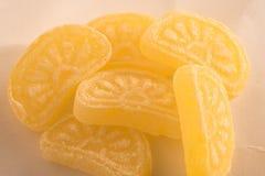Oranje die suikergoed op witte achtergrond wordt geïsoleerd Royalty-vrije Stock Afbeeldingen