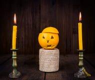 Oranje Duivel Halloween met kaars Stock Foto