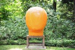 Oranje en Gele Jun Kaneko Ceramic Art Exhibit bij de Dixon Galerij en Tuinen in Memphis, Tennessee stock foto's