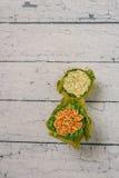 Oranje en gele kunstbloemen Stock Foto's