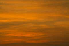 Oranje en grijze hemel in het evenning Royalty-vrije Stock Afbeelding