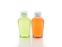 Oranje en groene fles shampoo, gel, zeep Royalty-vrije Stock Afbeeldingen