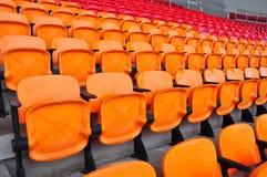 Oranje en rode zetel Stock Afbeelding