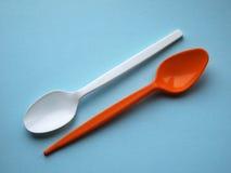 Oranje en witte pastic lepels Royalty-vrije Stock Afbeelding