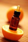 Oranje essentiële olie stock afbeeldingen