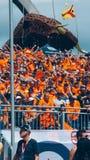 Oranje F1 rennen ventilators stock fotografie