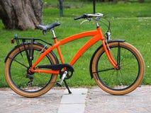 Oranje fiets stock foto