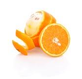 Oranje fruit dat op witte achtergrond wordt geïsoleerdi Royalty-vrije Stock Afbeeldingen