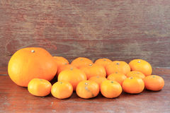 Oranje fruit op houten achtergrond Stock Foto
