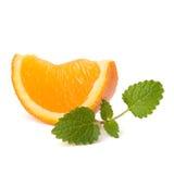 Oranje fruitsegment en citron muntblad Stock Foto's