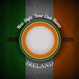 oranje groen cirkelkader voor uw etiket op Ierse vlag grunge achtergrond Royalty-vrije Stock Foto's