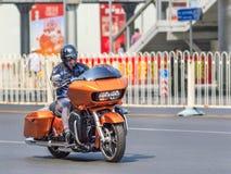 Oranje Harely Davidson Road Glide, Peking, China stock afbeelding