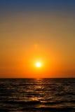 Oranje hemel met aura op overzees, levend landschap, zen Royalty-vrije Stock Afbeeldingen