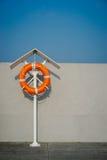 Oranje het levensring op de pijler Royalty-vrije Stock Afbeelding