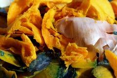 Oranje het schrootdetail en uien van het pompoenvoedsel stock afbeelding