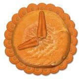 Oranje horloge van verse wortelen op een witte achtergrond Royalty-vrije Stock Foto's