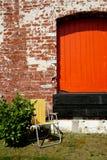 Oranje houten deur. Stock Afbeeldingen
