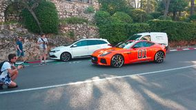 Oranje Jaguar-F-Type Algemeen Lee In Monaco stock footage