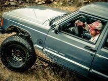 Oranje Jeep Rock Crawling royalty-vrije stock foto's