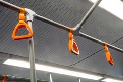 Oranje leuningen in de busmetro stock foto's