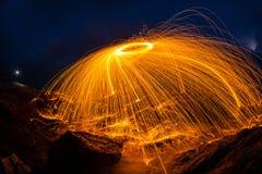 Oranje lichte strook donkerblauwe hemel Royalty-vrije Stock Afbeeldingen
