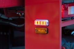 Oranje lichten en sirenes op brandvrachtwagens Stock Fotografie