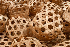 Oranje mandewerk met bamboe stock afbeelding