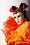 Oranje Masquerader in Venetië Stock Afbeelding