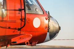 Oranje militaire helikopter royalty-vrije stock fotografie