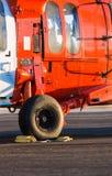 Oranje militaire helikopter stock foto
