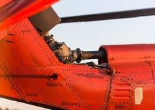 Oranje militaire helikopter royalty-vrije stock afbeelding