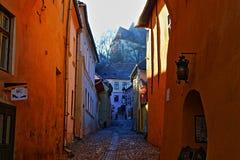 Oranje muren en weg Stock Foto's