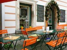 Oranje Openluchtplaatsing van een Comfortabele Koffie royalty-vrije stock foto's
