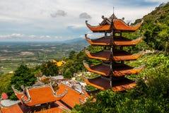 Oranje pagode op berg Royalty-vrije Stock Foto