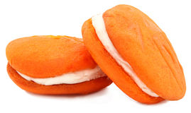 Oranje Pastei Whoopie op Witte Achtergrond Stock Foto's