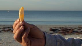 Oranje plak ter beschikking bij strand Royalty-vrije Stock Foto's