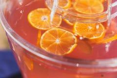 Oranje Plakken in Fruitdrank stock fotografie
