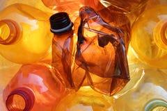 Oranje plastic flessen Stock Afbeeldingen