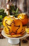 Oranje pomander bal met kaars Het decor van Kerstmis royalty-vrije stock fotografie