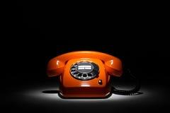 Oranje retro telefoon stock foto