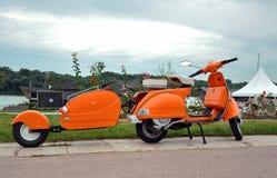 Oranje retro vespa Royalty-vrije Stock Fotografie