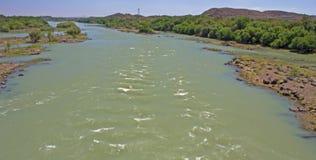 Oranje Rivier in volledige stroom dichtbij Aliwal-het Noorden stock fotografie