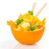 Oranje roomijs met wafeltjestokken royalty-vrije stock foto