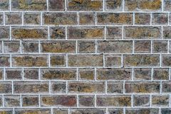 Oranje rustieke hoge bakstenen muur - - kwaliteitstextuur/achtergrond royalty-vrije stock fotografie